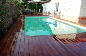 Plancher de piscine en bois