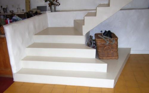 escalier b ton blanc romain serve. Black Bedroom Furniture Sets. Home Design Ideas